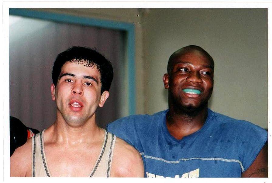A gauche, le regretté Mohamed Chebab, notre valeureux frère de combat, disparu tragiquement dans un accident de moto.