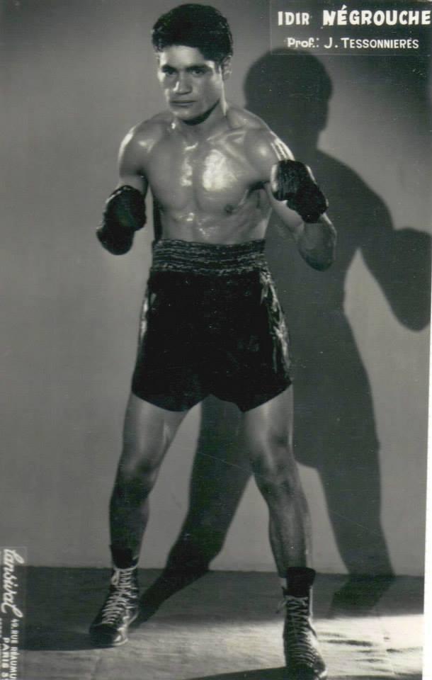 Battant spectaculaire, Idir Negrouche assurait le spectacle sur le ring ! Il se produisait souvent au Central Sporting Club et à l'Elysée Montmartre, deux temples mythiques de la boxe parisienne.